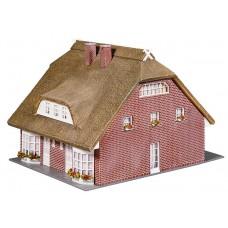 130250 Faller Woonhuis met rieten dak