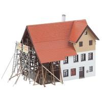 130533 Faller Boerderij onder renovatie