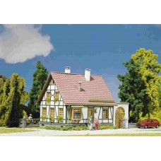 130215 Faller Vakwerkhuis met garage